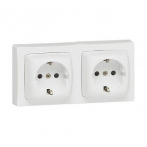 Base plug in double 2P+TT white monoblock Legrand Oteo 086077
